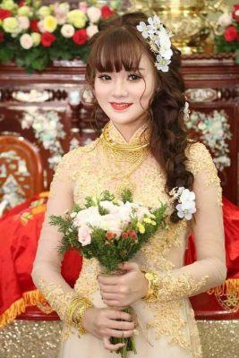 Top 7 kiểu tóc đẹp cho cô dâu mặc áo dài cưới (8)
