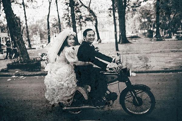 Phong cách chụp ảnh cưới thập niên 80 đã thu hút không ít dâu rễ (1)